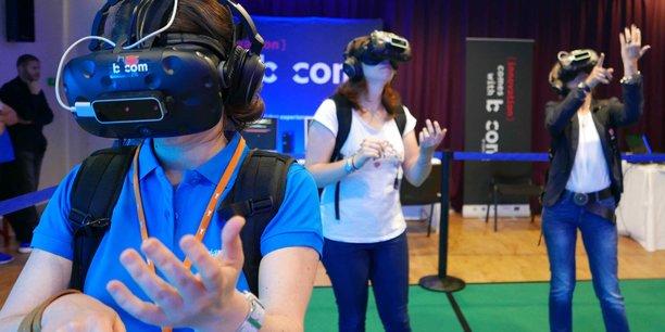 Du 3 au 13 juillet 2017, le parc de découverte des océans de Brest, Océanopolis, et l'Institut de Recherche Technologique (IRT) b<>com ont expérimenté pour la première fois avec le public une plongée en réalité virtuelle dans l'océan Arctique.