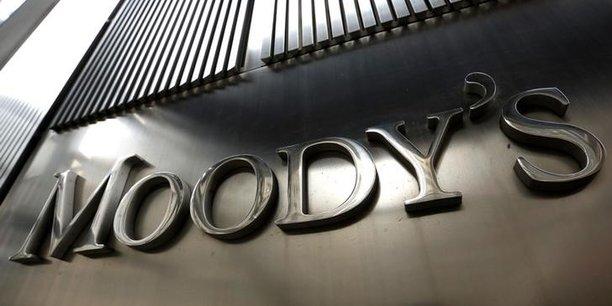L'agence de notation américaine encourage la France à poursuivre ses réformes mais reste vigilante.