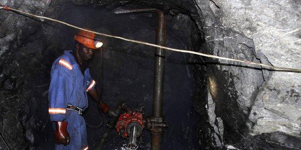 L'un des principaux points d'achoppement, dans le projet de Charte proposé par le gouvernement, est l'augmentation des parts des noirs dans les actifs miniers en Afrique du Sud.