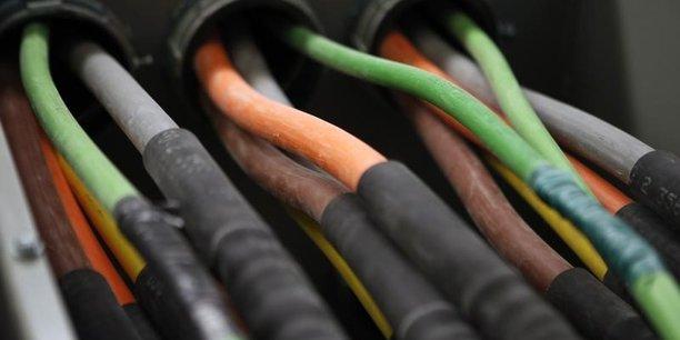 Crown castle lorgne lightower fiber networks[reuters.com]