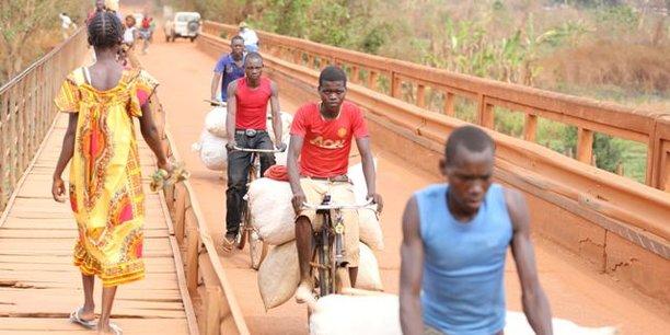 La situation de conflit armé et d'insurrection que la République centrafricaine a connue ces deux dernières décennies a eu des conséquences dramatiques sur la population, comme ici Bambari, aujourd'hui une ville sécurisée, mais dont la région avait connu d'intenses affrontements entre groupes armés rivaux.