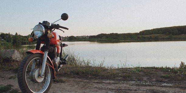 Découvrez comment hommes et femmes pratiquent la moto