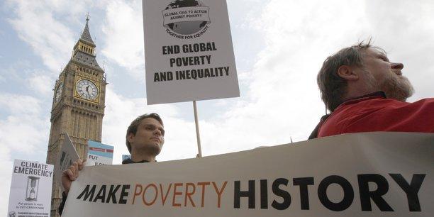 Quelque 20% des britanniques vivaient en 2015-2016 dans un ménage dont les revenus étaient inférieurs à 60% du revenu médian enregistré en 2010-2011, l'année de référence, selon l'IFS.