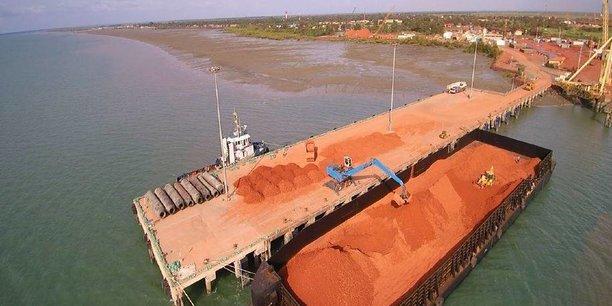 La Guinée possède plus de 7 milliards de tonnes de réserves de bauxite, soit 27 % du total des réserves mondiales.