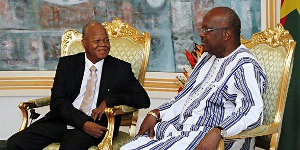 Le 19 juillet au Palais de Kosyam, le palais présidentiel, Halidou Ouédraogo est venu remettre l'avant-projet de la nouvelle constitution au Président Roch Marc Christian Kaboré.