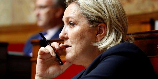 Marine Le Pen doit tenir une conférence de presse mercredi au siège du FN à Nanterre sur le thème La démocratie française menacée par les oligarchies financières. Le directeur de la communication du parti, David Rachline, a déclaré que l'attitude de la Société Générale était un véritable scandale.
