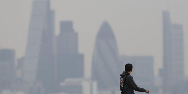 Selon des chiffres officiels, la pollution de l'air tue plus de 40.000 personnes par an dans le pays et provoque une épidémie de maladies respiratoires, en particulier chez les jeunes enfants.
