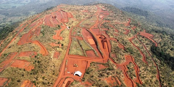 Le site de Simandou en Guinée est un gisement de minerai à haute teneur en fer de classe mondiale qui devrait être exploité à ciel ouvert et produire 100 millions de tonnes par année pendant plus de 40 ans;