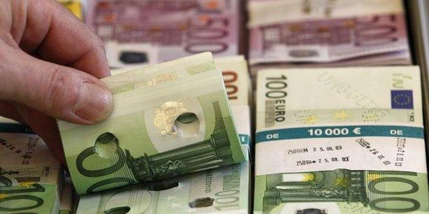Exemple concret des taux négatifs dont bénéficie la France actuellement : s'agissant de l'emprunt entre 0,9 et 1,3 milliard d'euros à six mois (21 semaines) que souhaite lever l'AFT, le taux pour cette échéance avait atteint le 14 août -0,644%.