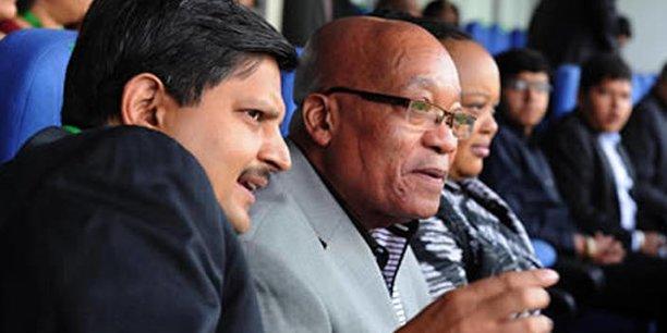 Jacob Zuma et le clan Gupta semblent avoir lié leur destin et font face tous deux à une pression montante de la part des parlementaires et des opérateurs économiques.