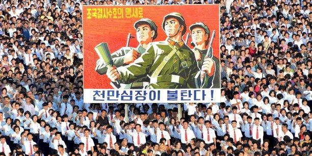 Des milliers de nord-coréens se sont réunis à Pyongyang mercredi 9 août 2017 pour une manifestation de soutien au gouvernement (photo transmise le 10 août 2017 par l'agence de presse officielle nord-coréenne KCNA.)