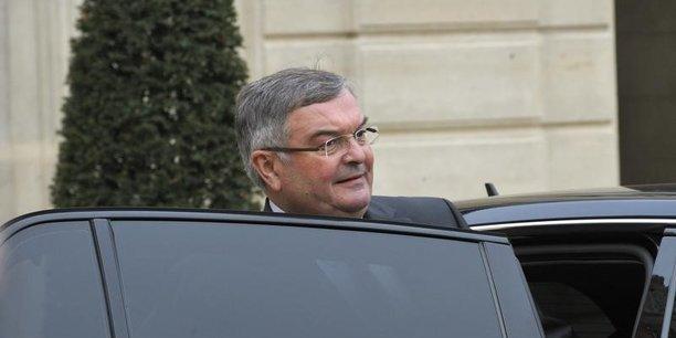 D'après Le Canard enchaîné, Michel Mercier aurait employé ses deux filles pour des postes d'attachée parlementaire et d'assistante au Sénat et aux ministères qu'il occupait.