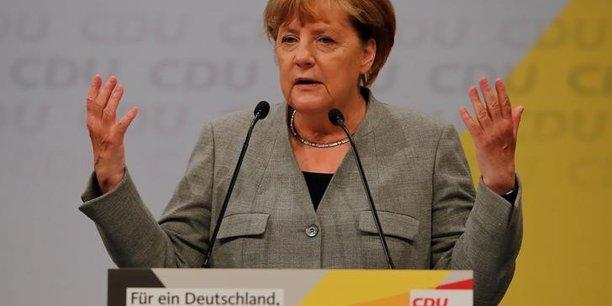 Merkel demande aux constructeurs automobiles plus d'innovation[reuters.com]