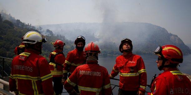 Le portugal demande l'aide de l'europe contre les feux de foret[reuters.com]