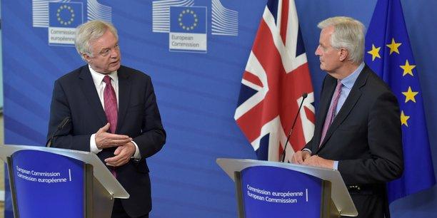 Plus vite le Royaume-Uni et l'UE à 27 s'accordent sur les citoyens, le solde des comptes et l'Irlande, plus vite nous pouvons discuter douanes et relation future, a répondu, en anglais, Michel Barnier sur Twitter.