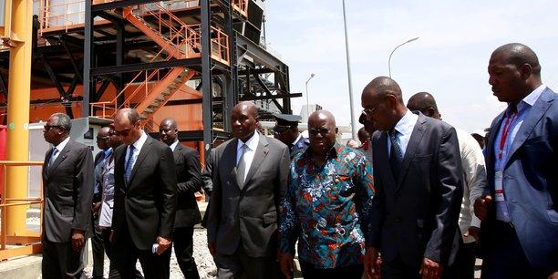 En 2017, le président ghanéen Nana Akufo Addo (en chemise) promulguait une loi dite spéciale anti-corruption qui allait aboutir à la création du nouveau Bureau du Procureur spécial (OSP).