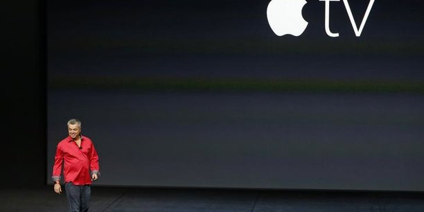 Eddie Cue, vice-président senior d'Internet Software and Services d'Apple, prend la scène pour discuter de la télévision Apple lors d'un événement média Apple à San Francisco, Californie, le 9 septembre 2015.
