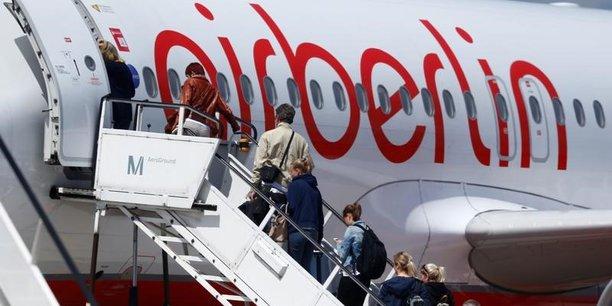 Selon la presse allemande, l'allemand Lufthansa, qui a reçu le soutien sans ambiguïté du ministre allemand des Transports, Alexander Dobrindt, pourrait reprendre une grande partie de l'activité de sa rivale, au côté d'autres entreprises.