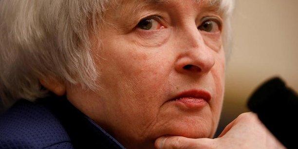 Il est très rare qu'un président de la Fed sur le départ retourne ensuite occuper un poste subalterne même si les gouverneurs votent toujours sur les décisions monétaires.