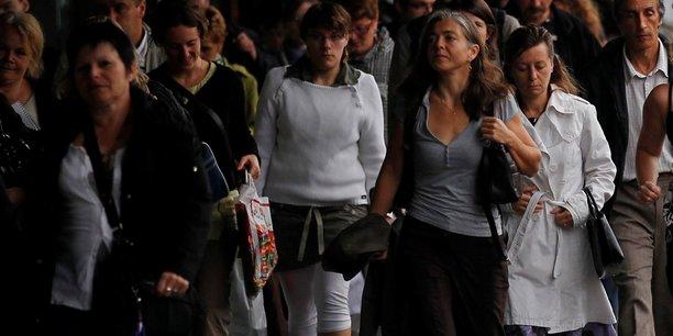 Les femmes sont beaucoup plus exposées au chômage.