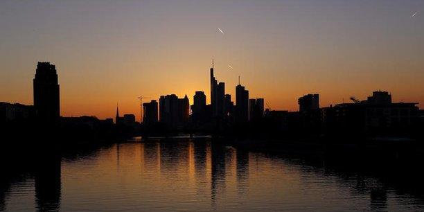 L'horizon des grattes-ciels appartenant aux banques d'affaires, à Francfort, en Allemagne.