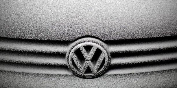 Démasqué par les autorités grâce à une ONG, le géant aux douze marques (Audi, VW, Porsche...) a reconnu fin 2015 avoir équipé 11 millions de ses voitures dans le monde d'un logiciel minimisant le niveau réel des émissions de gaz nocifs lors des contrôles de pollution.