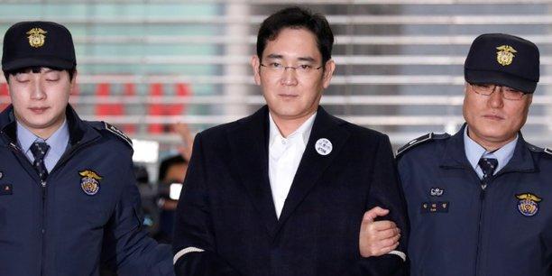 L'héritier de Samsung, Lee Jae-Yong, a été condamné le 25 août 2016 à cinq ans de prison dans le cadre du scandale de corruption qui a ébranlé la Corée du Sud et causé la destitution de l'ex-présidente Park Geun-Hye.