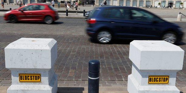 Des blocs de béton placés près de la Place de la Bourse, à Bordeaux.
