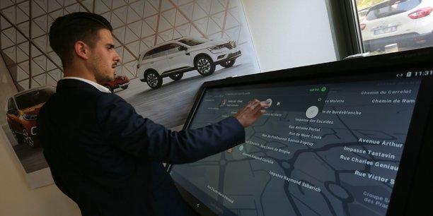 Borne de démonstration des nouveaux services connectés envisagés par Renault.