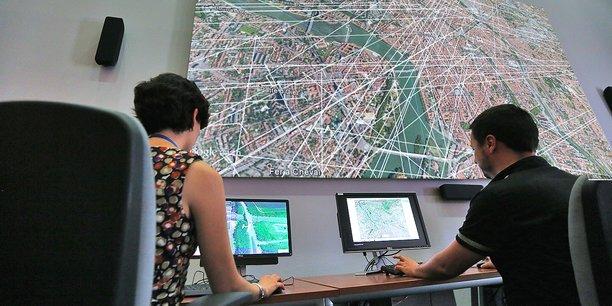 Les ingénieurs mènent des travaux de simulation sur l'insertion des drones dans le trafic aérien.