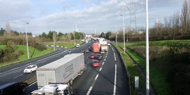 Si l'activité des transporteurs routiers se poursuit, elle est globalement affectée par la crise sanitaire du Covid-19.