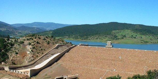 Les potentialités hydriques naturelles de l'Algérie sont estimées à quelque 18 milliards de m3 par an et l'irrigation occupe une place importante dans la consommation d'eau (aujourd'hui, 66% de la demande totale du pays).
