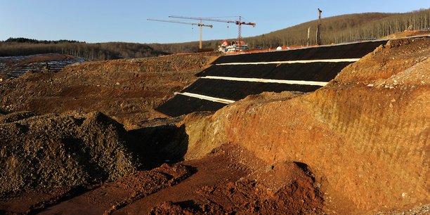 Le projet d'exploitation de la mine d'or de Skouries (photo), très décrié par une grande partie des riverains et des associations écologistes, est suspendu depuis l'arrivée du gouvernement d'Alexis Tsipras au pouvoir début 2015. Le gouvernement a annoncé un processus d'arbitrage, qui devait commencer mi-septembre.