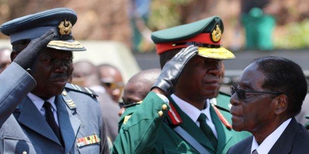Le président Robert Mugabe, lors de funérailles de l'ancien ministre Cephas Msipa, le 22 octobre 2016 à Harare au Zimbabwe.