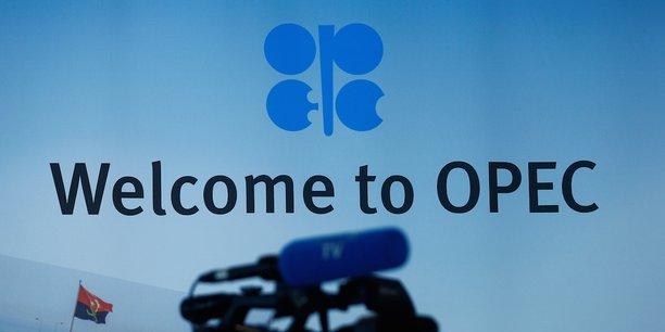 L'Opep et des pays producteurs non membres du cartel emmenés par la Russie ont prorogé de neuf mois, jusqu'à fin mars 2018, l'accord de réduction de la production en vigueur depuis le début de l'année. Ils envisagent aujourd'hui une nouvelle extension pour au moins trois mois.