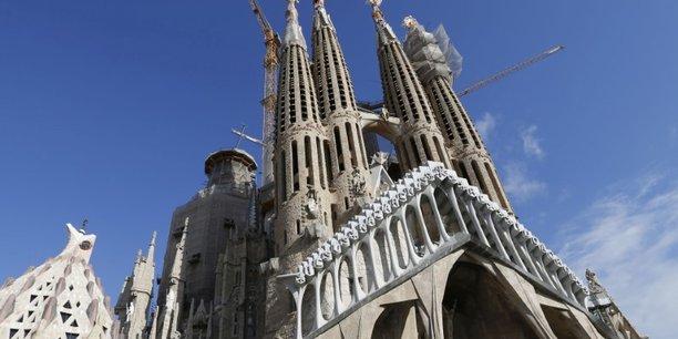 Des centaines d'Espagnols dans les rues à Barcelone et Madrid pour appeler au dialogue