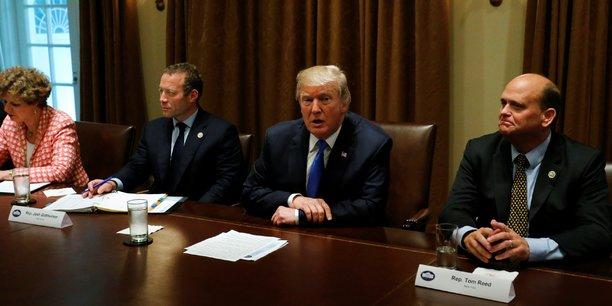 Trump veut baisser les impots des classes moyennes, pas des riches[reuters.com]