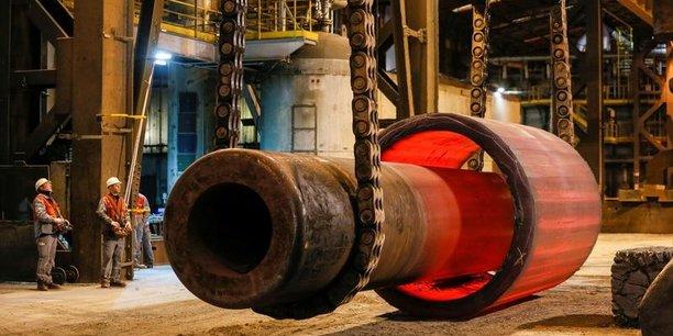 La hausse des dépenses, qui ont atteint 328,3 milliards d'euros, contre 318,3 milliards au 31 octobre 2016, est liée, selon Bercy, à la recapitalisation d'Areva, financée sur crédits budgétaires pour 1,5 milliard d'euros, et à la révision à la hausse des dépenses des ministères actée dans le projet de loi de finances présenté fin septembre. (Photo : la fonderie d'Areva Creusot Forge, le 11 janvier 2017, où sont forgés des composants de centrales nucléaires)