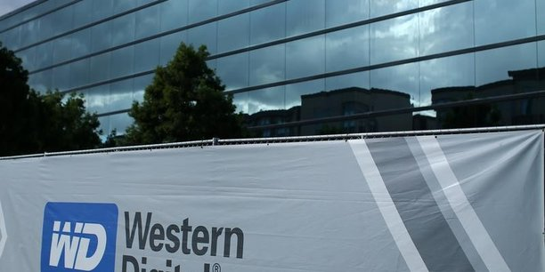 Western digital surestime ses droits, dit toshiba[reuters.com]