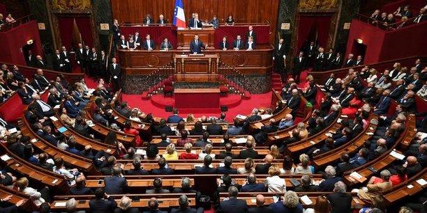 Le projet de loi antiterroriste adopte en commission[reuters.com]