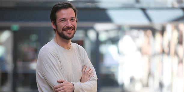 Renato Gomes travaille sur la régulation des prix des plateformes de réservation en ligne, bancaires, de e-commerce ou encore d'intelligence artificielle dans le domaine de l'IoT.