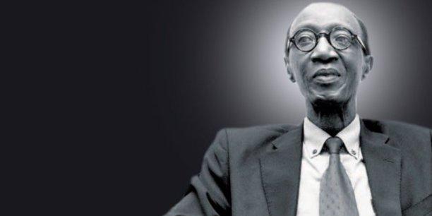 Pathé Dione, patron de Sunu Assurances, est un ancien d'UAP où il a assuré le poste de directeur Afrique de 1984 à 1997, avant que celle-ci ne soit absorbée par le géant Axa.