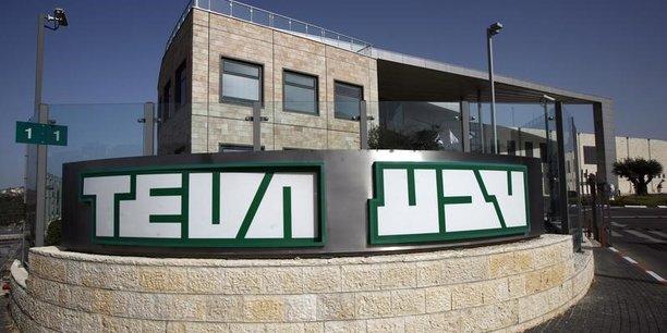 Fitch Ratings a dégradé la dette de Teva en catégorie spéculative le 6 novembre.