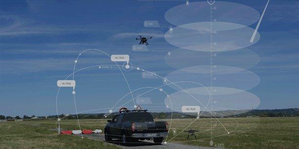 Le drone est relié par un cordon ombilical au pick-up.