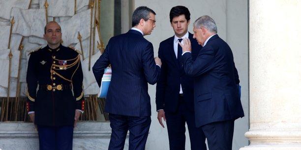 Le ministre de la Cohésion des territoires Jacques Mézard (à droite) et de son secrétaire d'Etat Julien Denormandy (au centre), ont placé la construction au cœur de leur projet.
