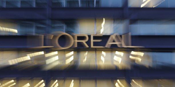 Quatrième plus gros groupe de l'indice CAC 40 avec un poids boursier de près de 99 milliards d'euros, L'Oréal est toujours contrôlée de près par les héritiers du fondateur.