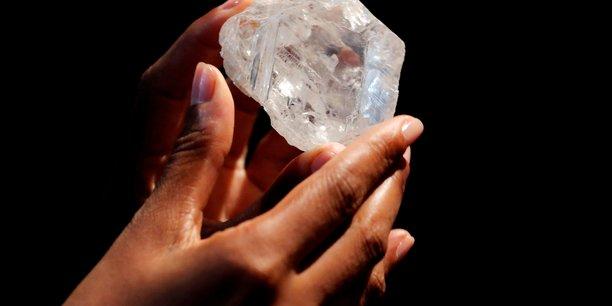 En Angola, les producteurs nationaux sont obligés de passer par l'intermédiaire de Sodiam l'entreprise publique de commerce de diamant, pour écouler leurs produits.