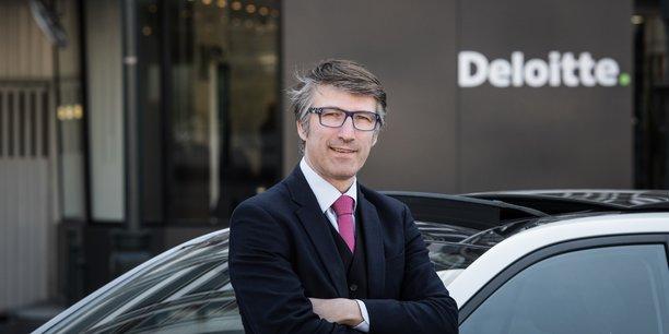 Selon Guillaume Crunelle, d'une part, les taxis ne disparaîtront pas, d'autre part, Uber a besoin de challengers pour s'améliorer.