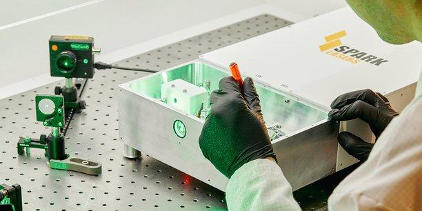 Assemblage des sources laser dans leur boitier.