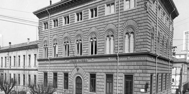 Crédit Agricole va racheter trois caisses d'épargne italiennes
